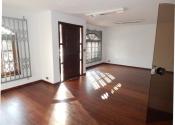 Casa na Rua Solimões, 1305, Mercês, Curitiba por R$6.000,00