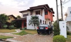 Casa em condomínio fechado com 4 quartos para alugar, 600m²