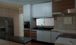 Casa com 2 quartos para alugar, 200m²