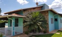 Casa em condomínio fechado com 3 quartos para alugar, 150m²