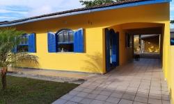 Casa com 4 quartos para alugar, 130m²