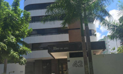 Apartamento com 4 quartos para alugar, 193m²