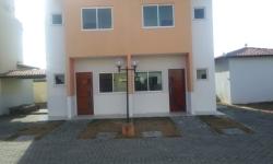 Casa em condomínio fechado com 3 quartos para alugar, 65m²