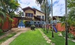 Casa em condomínio fechado com 5 quartos para alugar, 550m²