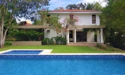 Casa em condomínio fechado com 4 quartos para alugar, 650m²