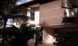 Casa em condomínio fechado com 4 quartos para alugar, 250m²