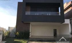 Casa em condomínio fechado com 3 quartos para alugar, 371m²