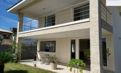 Casa com 5 quartos para alugar, --m²