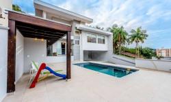 Casa com 4 quartos à venda, 290m²