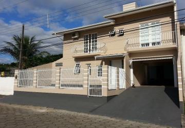 Casa com 3 dormitórios e excelente infraestrutura em São José - SC