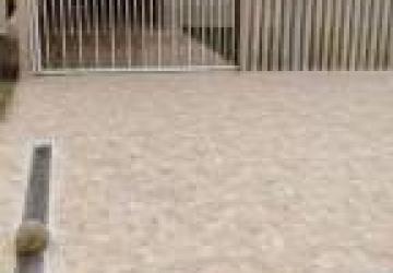 Casa com piscina na praia de Coroados - Guaratuba. 2 quartos (um suite com ar cond.)