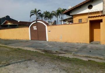 Casa espaçosa muito bem localizada em Paranaguá