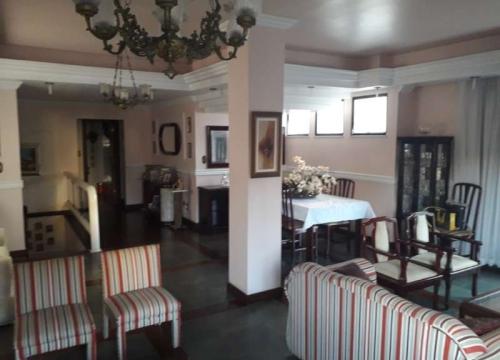 Casa comercial com 3 salas para alugar