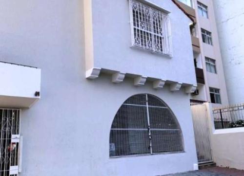 Casa comercial com 4 salas para alugar