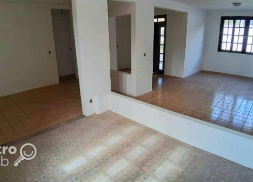 Casa com 4 quartos para alugar