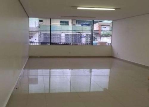 Sala comercial com 4 salas para alugar